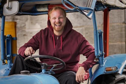 Blauer Traktor. Foto: Schnitzler.